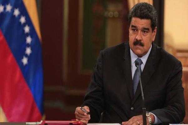Descenso en producción petrolera empuja no decretado aumento de la gasolina en Venezuela